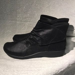 Clark's Ankle Boots Size 9 Women's